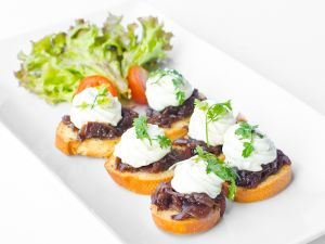 Crostini of Goats Cheese with Red Onion Marmalade